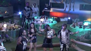 Rômulo comenta sobre Vivian e Emmilly: 'De longe, parecem amigas'