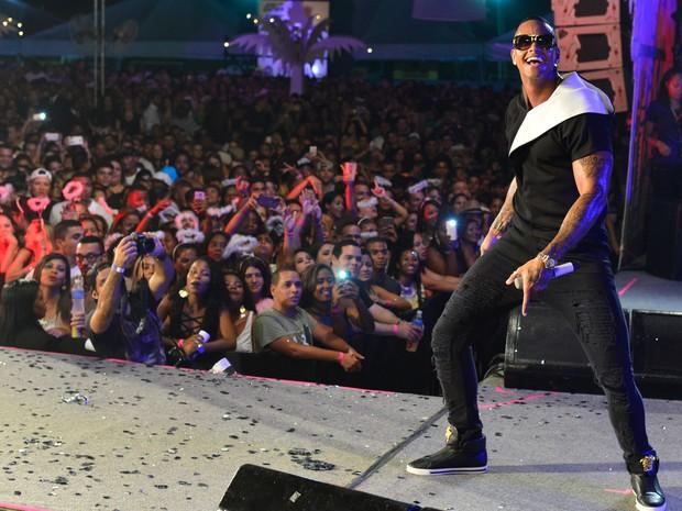 Léo Santana em show em Salvador, na Bahia (Foto: André Muzell/ Brazil News)