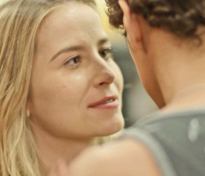 A loira fica achando que vai ter novas chances com o ex (Foto: TV Globo)