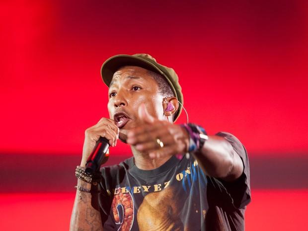 Pharrell canta no show de encerramento do palco principal do Lollapalooza (Foto: Caio Kenji/G1)
