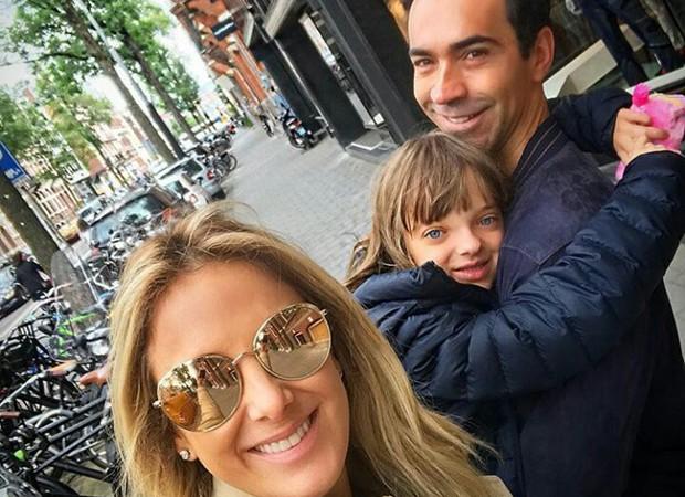 Ticiane Pinheiro com a filha, Rafaella, e o noivo, César Tralli (Foto: Reprodução/Instagram)