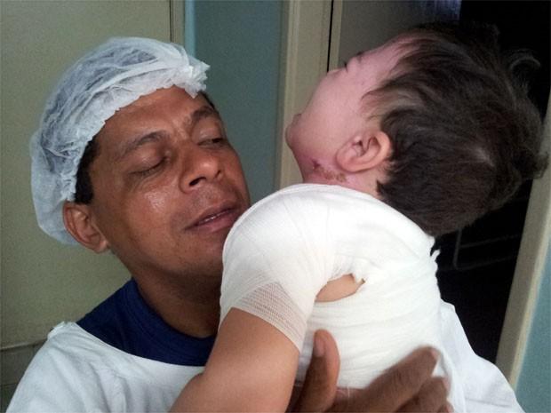 Criança queimada por água espera sete horas por ambulância para Ribeirão Preto (Foto: Rodolfo Tiengo/ G1)