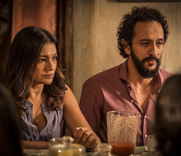 Bento não gosta de ver Miguel e Beatriz tenta acalmar o clima de tensão (Foto: Inácio Moraes/Gshow)