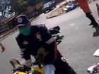 Após bater em carro, motociclista tem traumatismo craniano em Brasília