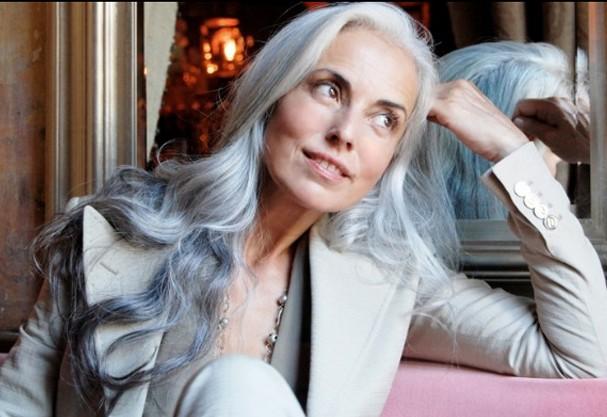 Aos 59 anos, modelo continua esbanjando corpaço. Veja fotos!