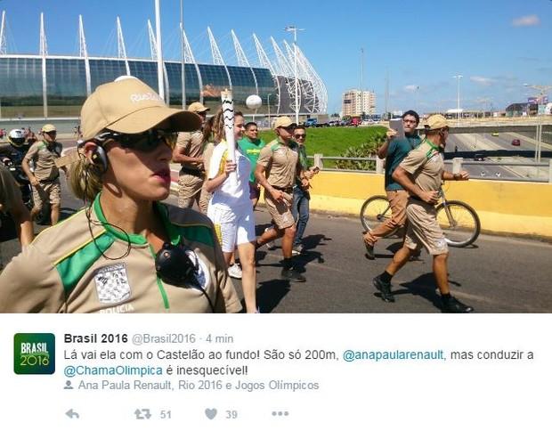 Ana Paula conduz tocha olímpica  (Foto: Reprodução / Twitter)