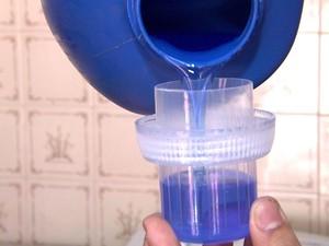Embalagem do produto deve informar a alcalinidade, o sabão neutro só é encontrado na forma liquida (Foto: Paulo Chiari / EPTV)