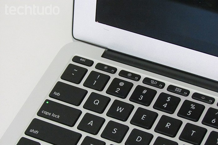 Veja se o Mac emite sons ou se o teclado acende (Foto: Paulo Alves/TechTudo )