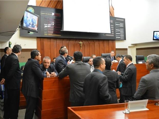 Vereadores de Cuiabá durante sessão plenária: com extinção da verba de gabinete, custo por parlamentar deve cair cerca de 40%. (Foto: Rafael Martine/Câmara de Cuiabá)