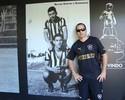 Fã de Loco Abreu, riobranquense tem quase 200 camisas do Botafogo