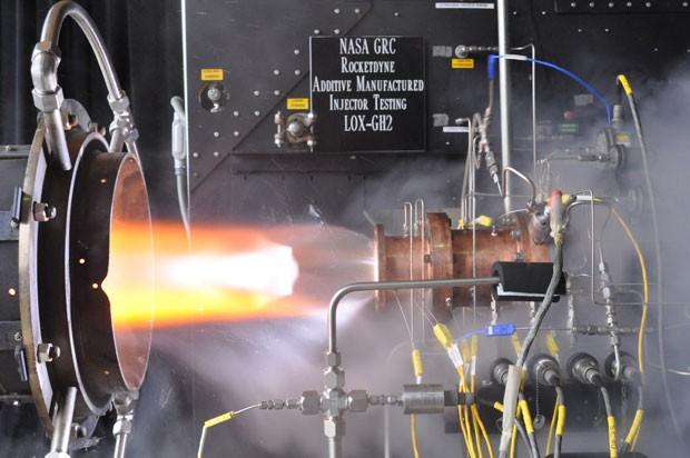 Construído por impressora 3D, injetor de foguete movido a oxigênio líquido passa pelo teste de calor no centro de pesquisa da Nasa, em Cleveland (Foto: Divulgação/Nasa)