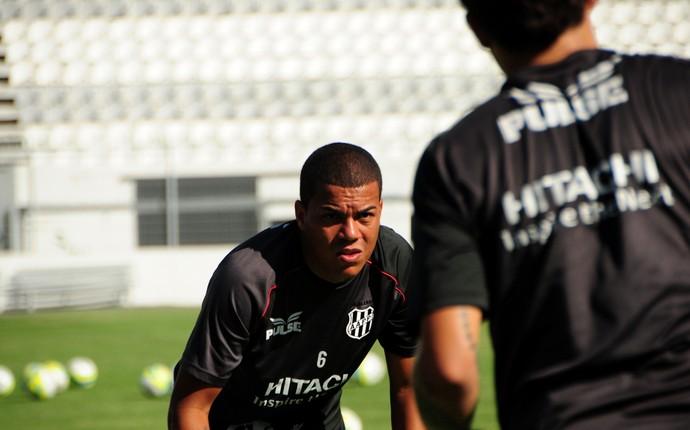 Carleto lateral Ponte Preta (Foto: Raul Pereira / Globoesporte.com)