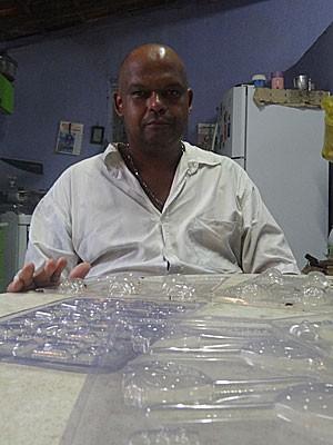 Antônio Francisco do Nascimento, comerciante da Bomba do Hemetério (Foto: Roberta Rêgo / G1)