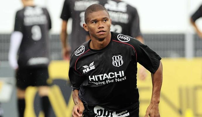 Juninho Volante Ponte Preta (Foto: Marcos Ribolli / GloboEsporte.com)