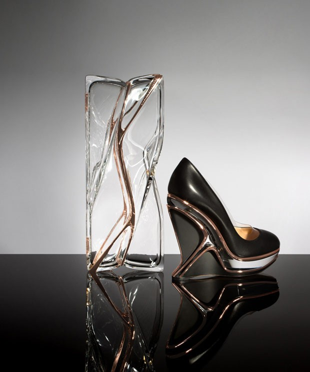 Charlotte Olympia lança sapato e clutch com design de Zaha Hadid (Foto: Divulgação)