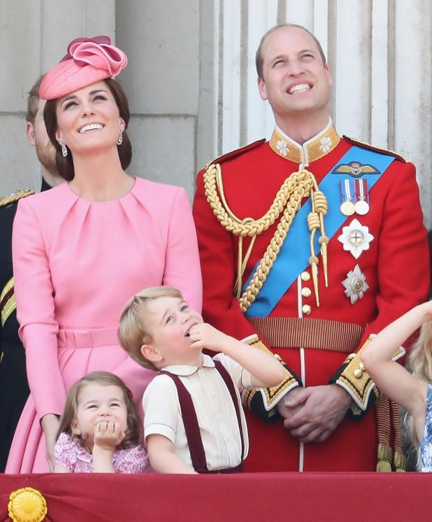 Charlotte e George com os pais, Kate Middleton e príncipe William (Foto: Getty Images)