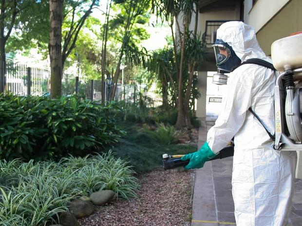 Ruas do Bairro HIgienópolis tiveram aplicação do inseticida (Foto: Betina Carcuchinski/PMPA)
