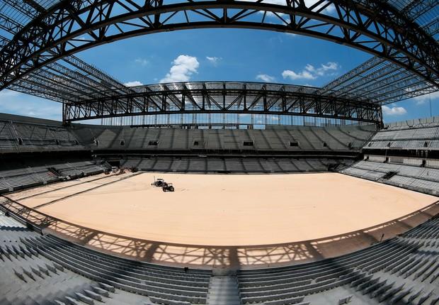 NO LIMITE A Arena da Baixada, em meados de janeiro. A Fifa ameaça tirar Curitiba da Copa  do Mundo (Foto: Friedemann Vogel/Getty Images)