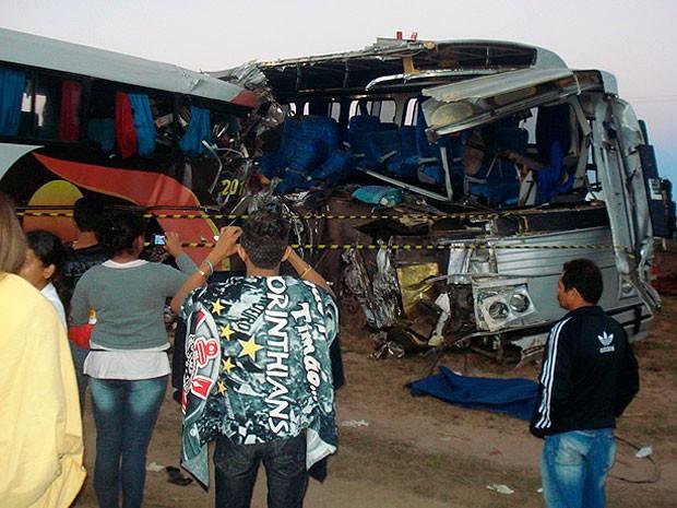 Acidente com dois ônibus mata sete pessoas na BR-020 (Foto: Sigi Vilares/ Blog Sigi Vilares)