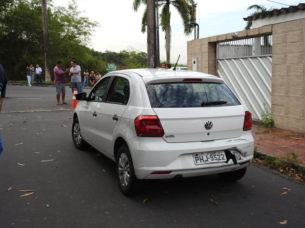 Corpo foi encontrado em frente ao veículo da vítima (Foto: Ive Rylo/G1 AM)