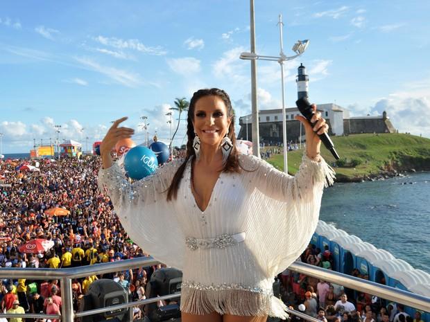 Ivete recebe público do bloco coruja e pergunta 'Estou gostosa?', na segunda-feira (3) de carnaval, em Salvador (Foto: Elias Dantas/Ag. Haack)
