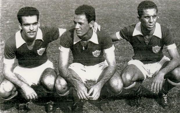 Douglas, Fontana e Walcy, jogadores do Vitória-ES, em 1959 (Foto: Acervo do Vitória Futebol Clube)