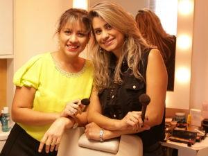 Ingrid e Elisângela Mendes preparam plano de maquiagem (Foto: Divulgação/Serivaldo Jr.)