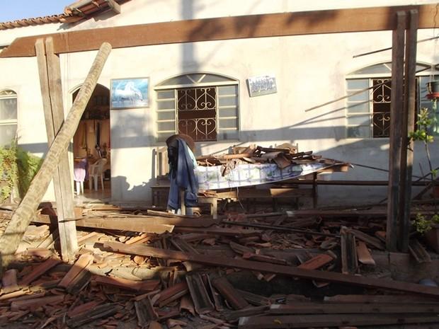 Casa atingida por tremores em Montes Claros (Foto: Michelly Oda / G1)