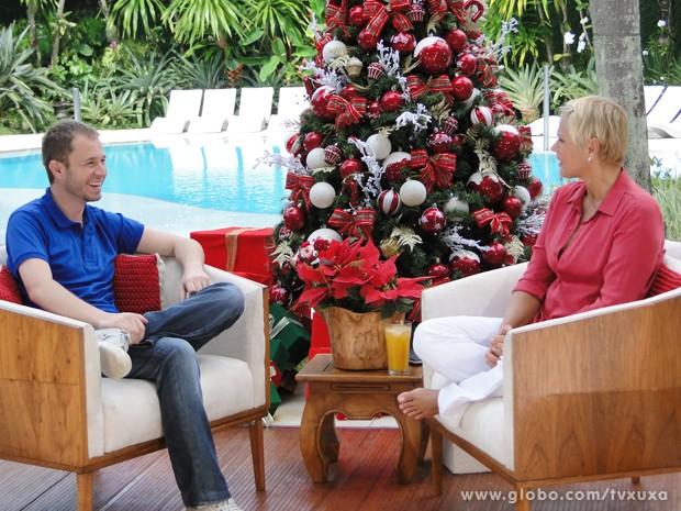 Tiago e Xuxa se divertem durante gravação do programa (Foto: TV Xuxa / TV Globo)