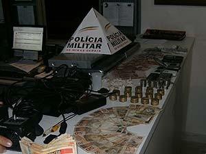 Dona de bar é presa suspeita de tráfico de drogas em Dores do Indaiá (Foto: Polícia Militar/Divulgação)