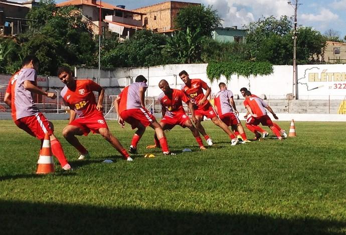 Jogadores do Guarani-MG participam de teste de resistência (Foto: Ricardo Welbert/GE)