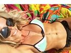 Karina Bacchi mostra barriga sarada com veias em selfie
