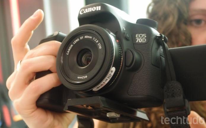 EOS 70D, da Canon, tem uma tela giratória de de 3 polegadas, assim como a T3i (Foto: Pedro Zambarda/TechTudo)