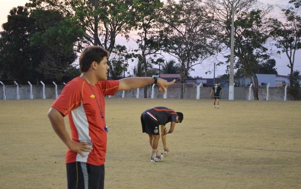 Chicão, técnico do Pimentense Sub-16 (Foto: Magda Oliveira)