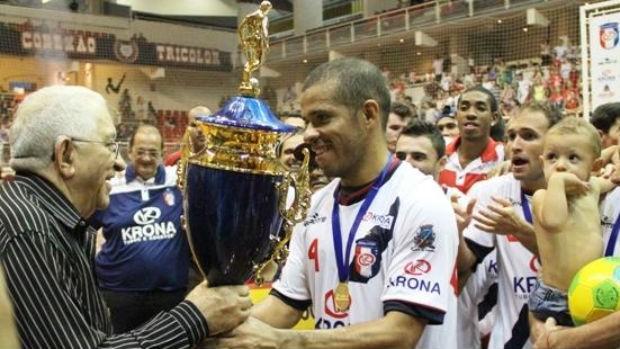 Joinville conquista a Superliga de Futsal (Foto: Manolo Quiróz/Divulgação)