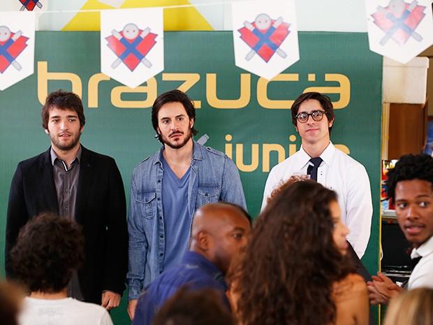 Todos ficam chocados quando Jonas entra (Foto: Artur Meninea/TV Globo)