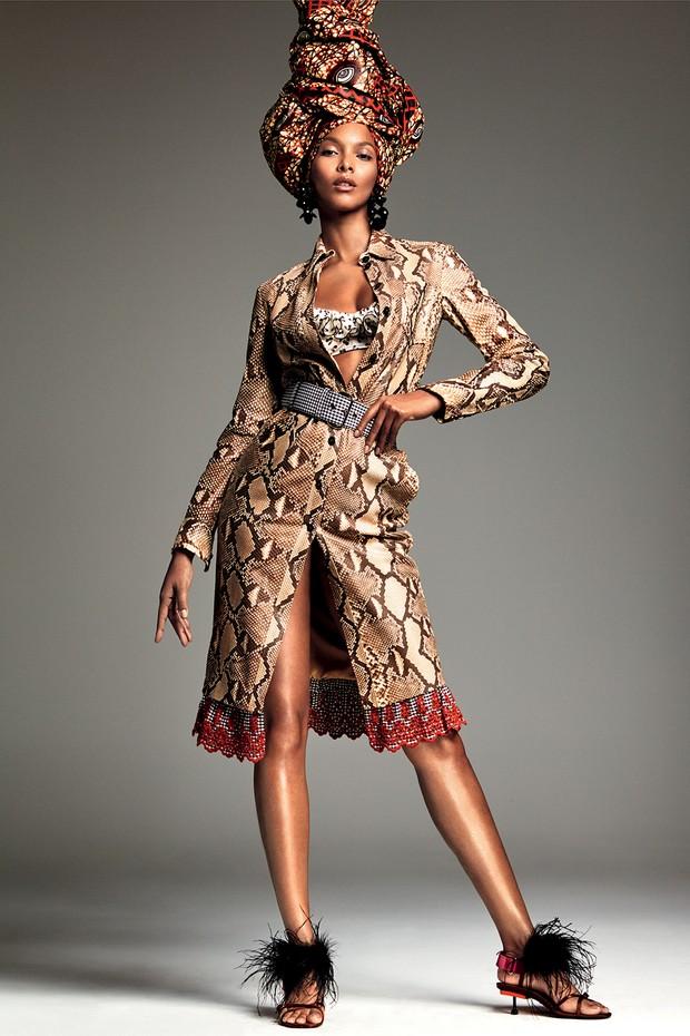 Tecido africano usado como turbante,MamaTecidos Africanos; e sandálias, Prada (Foto: Greg Kadel)