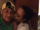Neymar recebe o carinho da irmã na concentração da seleção nos EUA