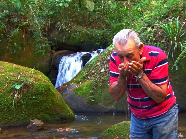 Seu Antônio plantou sozinho floresta no meio da Serra da Mantiqueira (Foto: TV Globo)