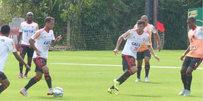 Lucas Mugni treino Flamengo (Foto: Fred Gomes/ GloboEsporte.com)