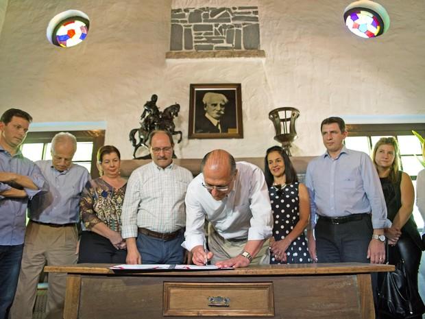 Governador de SP, Geraldo Alckmin, assina acordo de cooperação com RS na Expointer (Foto: Karine Viana/Palácio Piratini)