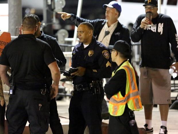 Policiais e seguranças em show de Kanye West em Los Angeles, nos Estados Unidos (Foto: AKM-GSI/ Agência)