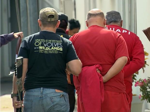 Líderes de seita foram levados para prestar depoimento na Polícia Federal em Varginha (Foto: Reprodução EPTV)
