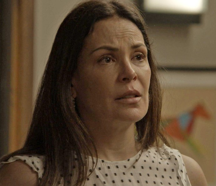 Penélope se desespera com a situação (Foto: TV Globo)