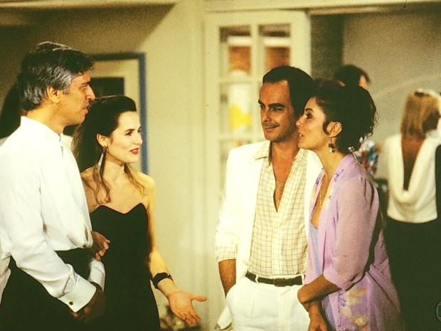 Fábio (Nuno Leal Maia), Gláucia (Bia Seidl), Tony (Roberto Pirillo) e Paula (Fátima Freire) em A Gata Comeu.