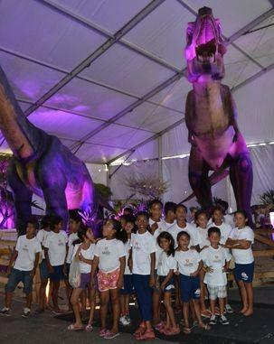 Alunos do Cras Lamarão visitam o Mundo Jurássico (Foto: TV Sergipe/ Divulgação)
