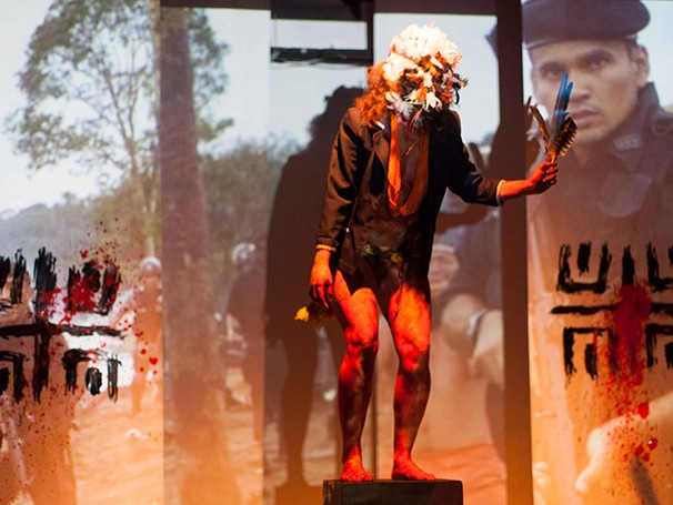 A peça traz elementos de uma teatralidade contemporânea, unindo performance e teatro (Foto: Divulgação/Fernanda Procopio)