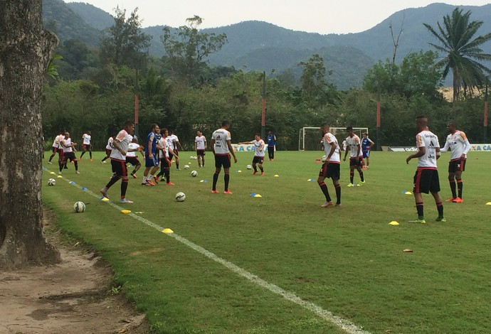 Flamengo treino Ninho do Urubu (Foto: Ivan Raupp)
