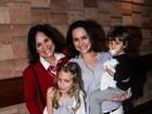 Regina Duarte assiste a musical em São Paulo com a filha e os netos