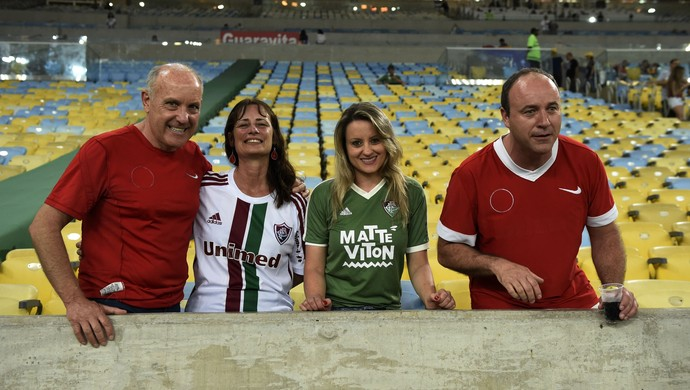 Torcedores do Inter Internacional com camisas do avesso no Maracanão Grêmio Fluminense (Foto: André Durão/GloboEsporte.com)